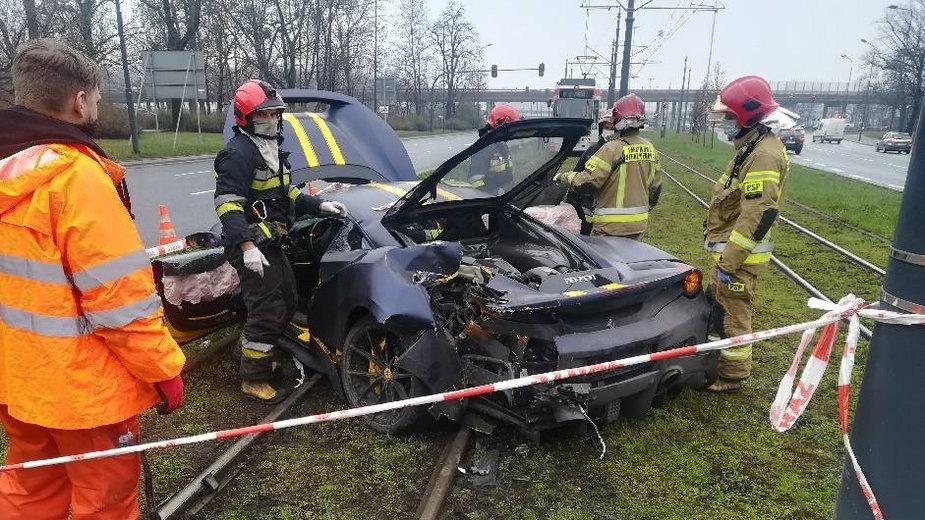 Wypadek Ferrari na al. Mickiewicza w Łodzi