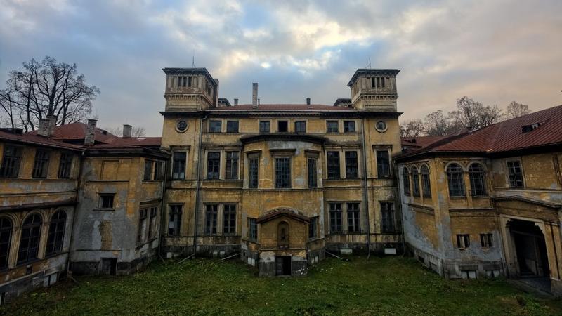 Opuszczony pałac Potockich w Krzeszowicach k. Krakowa