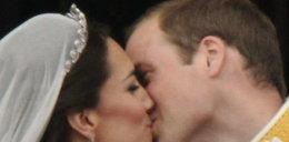 Pocałunek Williama i Kate krok po kroku