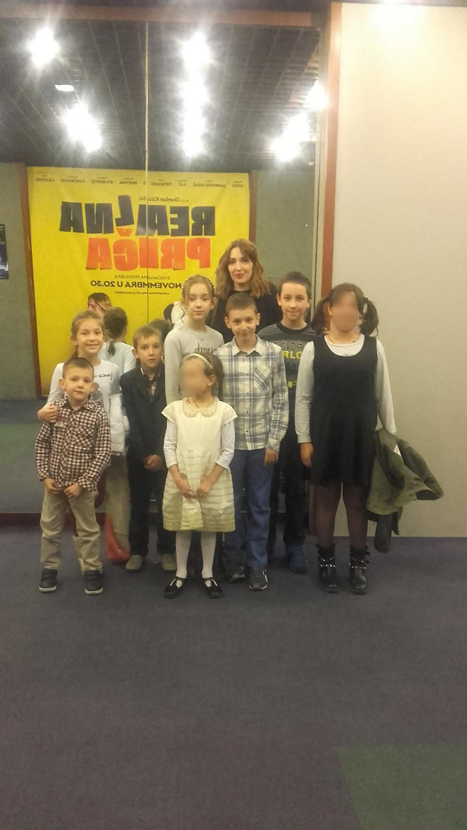 """Marija Jelić sa decom na premijeri filma """"Četiri ruže"""""""