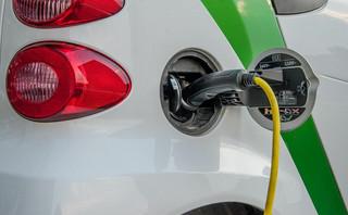Elektromobilność z prądem czy pod prąd? PR przykrywa chłodną analizę