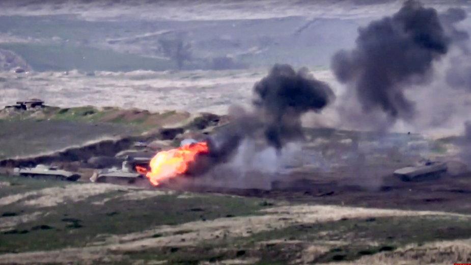 Armeńskie władze opublikowały dziś zdjęcia, na których wojsko ma niszczyć pojazdy Azerbejdżanu