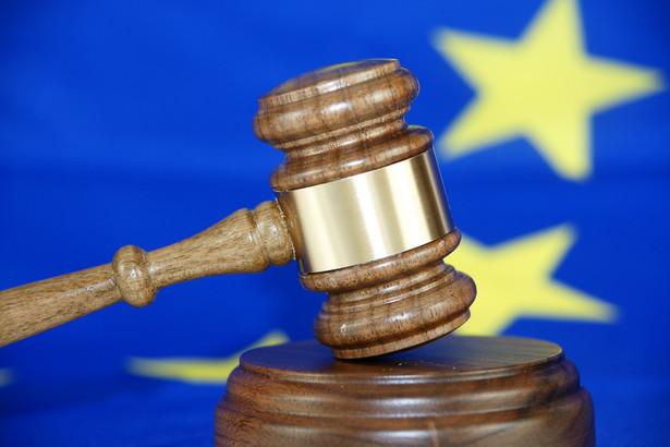KE poinformowała o skierowaniu przeciwko Polsce skargi do Europejskiego Trybunału Sprawiedliwości z powodu niewdrożenia przepisów dotyczących funduszy emerytalnych, zawartych w unijnej dyrektywie.