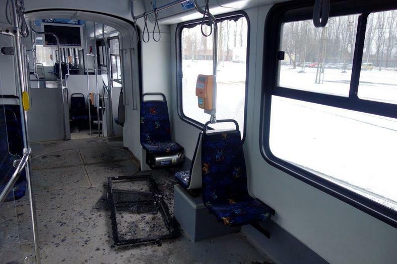 Wandale rzucali butelkami w jadący tramwaj