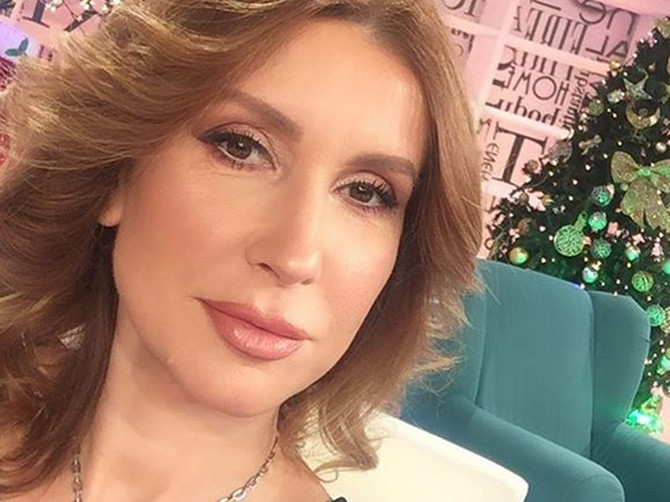Svi dobro znamo da Snežana Dakić izgleda OVAKO, ali kada SKINE ŠMINKU ona je ZAISTA potpuno drugačija!