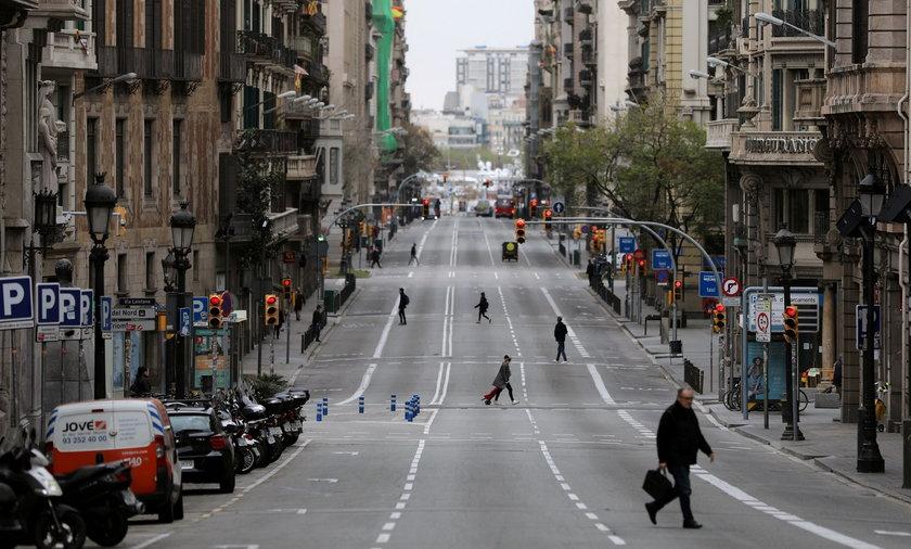 Na zdjęciu: ulica w Barcelonie.