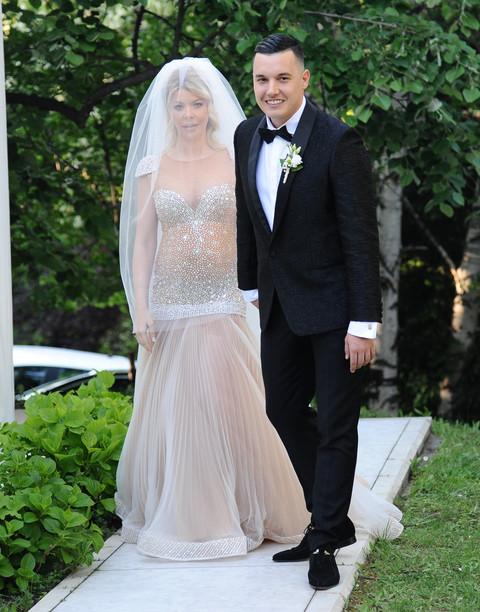 Da li su treninzi pomogli? Ana Nikolić se ovakva pojavila na svadbi Ivana i Danijele! FOTO
