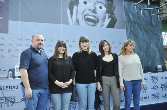 Ne gledaj mi u pijat- ekipa filma u Beogradu: Nikša Butijer, Ankica Jurić Tilić, Hana Jušić, Iva Petričević i Arijana Čulina