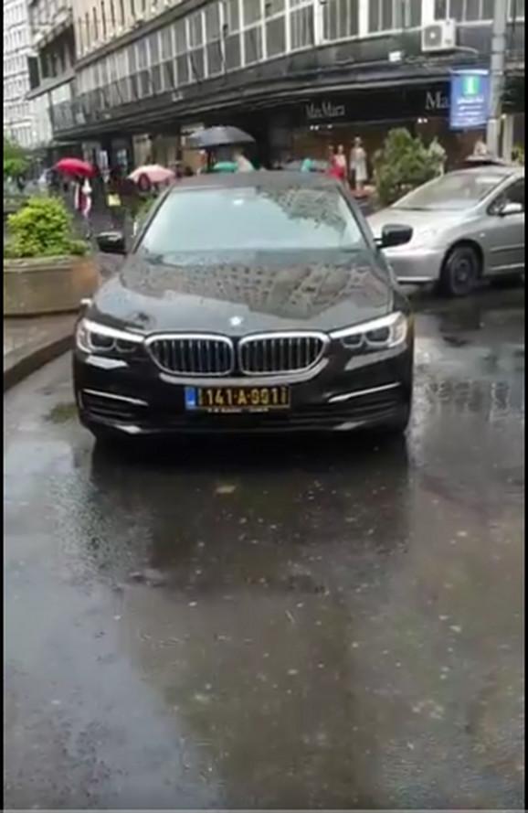 Auto crnogorskog diplomate blokiralo Terazije