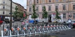 Spór kierowców z rowerzystami: wypożyczalnie zajęły miejsca parkingowe