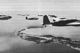 Japanski bombarderi koji lete iznad Pacifika