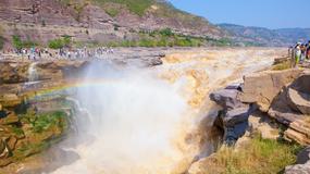 Tęcza nad wodospadem w Chinach. Widok zachwycił turystów