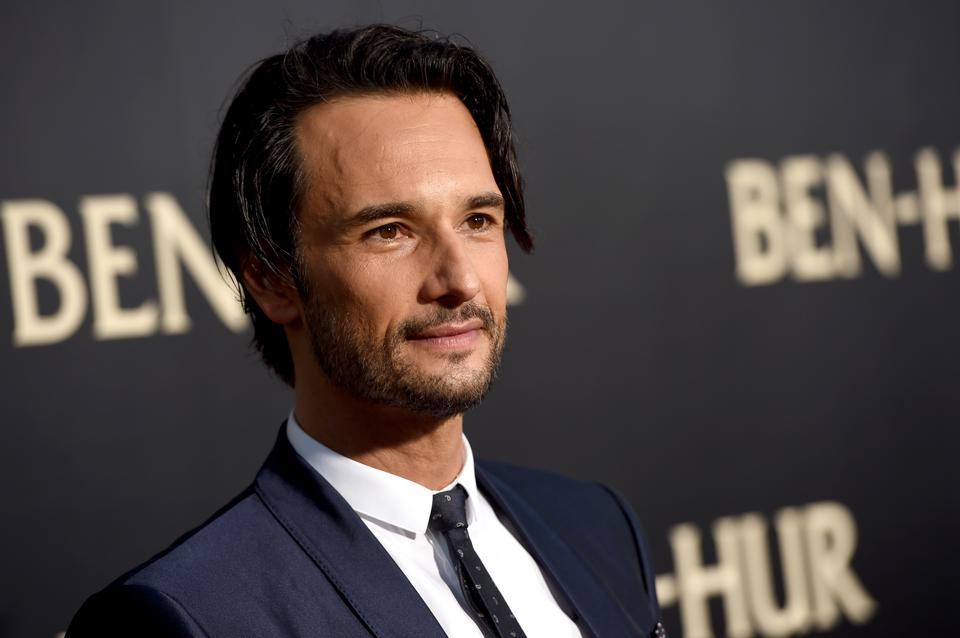 """Santoro ostatnio wystąpił w serialu HBO """"Westworld"""" jako Hector Escaton"""