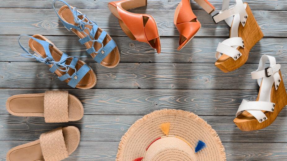 Letnie buty z wyprzedaży