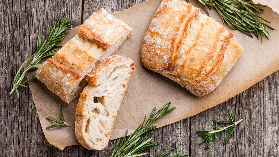 Białe pieczywo, drobne kasze, oczyszczone zboża – kiedy uwzględniać je w diecie?
