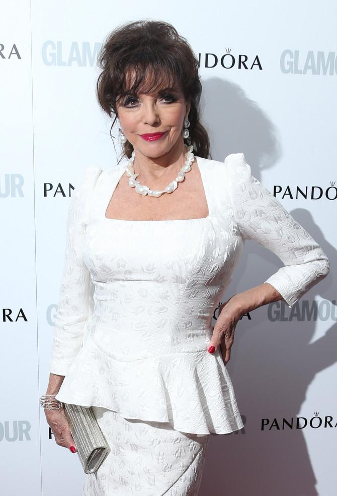 Starost joj ne može ništa: Džoan Kolins (80) dobro stoji i bela haljina