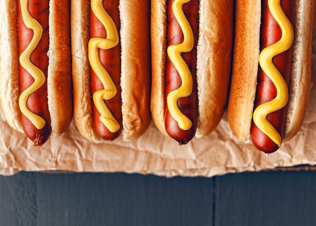 Przez ponad rok Orlen, jako jedyny koncern paliwowy w Polsce, sprzedawał na swoich własnych stacjach hot dogi z zaniżoną stawką VAT