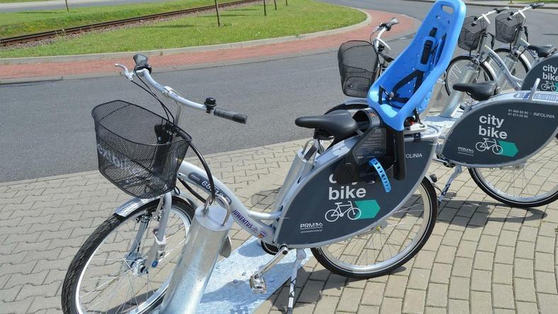 Poznaniacy coraz chętniej korzystają z rowerów miejskich