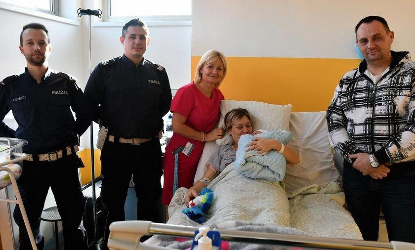 Policjanci z Komisariatu Autostradowego Policji w Gliwicach eskortowali rodzącą do szpitala w Katowicach