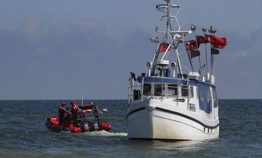 Rybacki kuter-widmo dryfował na Bałtyku.