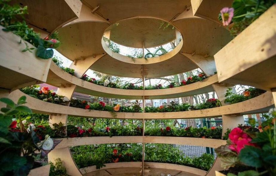 Gdańsk: ustawili ogród w kształcie kuli. W środku rosną owoce i kwiaty