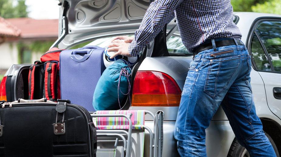 Spakowanie auta na wakacje może sprawić wiele problemów - Photographee.eu/stock.adobe.com
