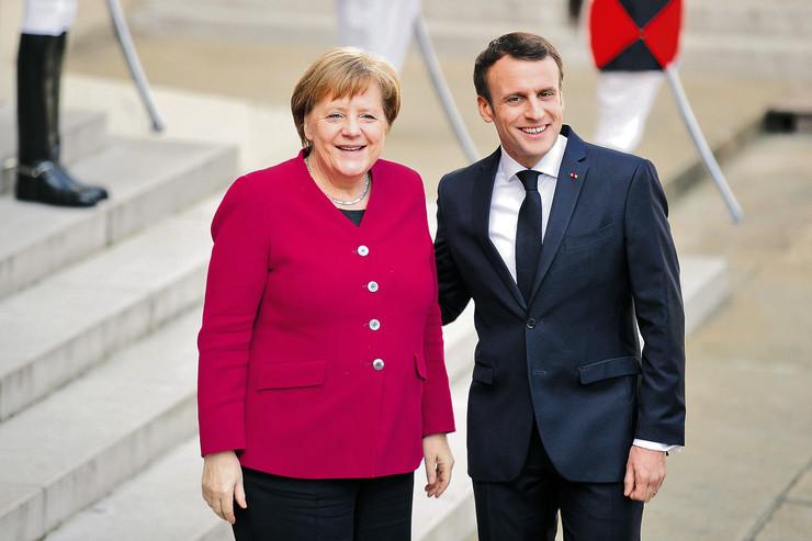 """Predsednik Srbije u Berlinu će na skupu lidera regiona razgovarati sa Makronom i Merkelovom. Iako su kosovski mediji najavili da će na tom sastanku biti izneta prva konkretna rešenja, izvori """"Blica"""" tvrde da je reč samo o opipavanju terena."""