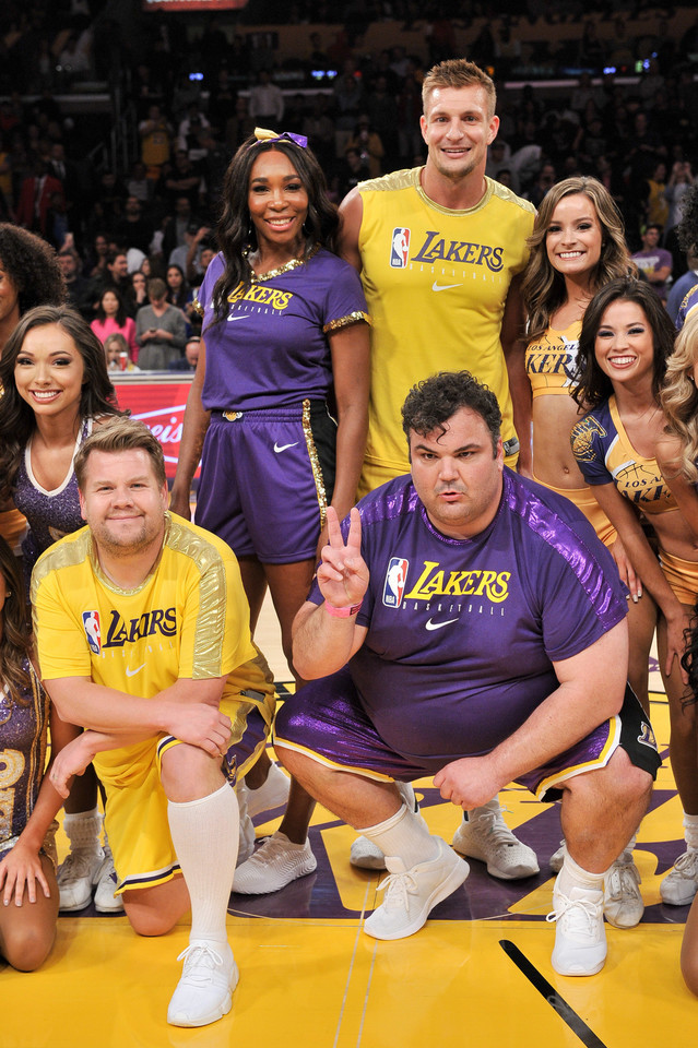 Venus WilliamsVenus Williams, Rob Gronkowski, James Corden i Ian Karmel z cheerleaderkami Los Angeles Lakers