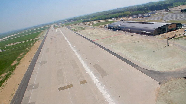 Lotnisko w Modlinie nadal puste...