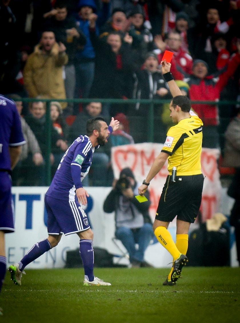 Przerażająca oprawa doprowadziła piłkarza do furii!