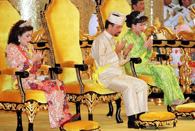 Sultan sa svoje dve supruge