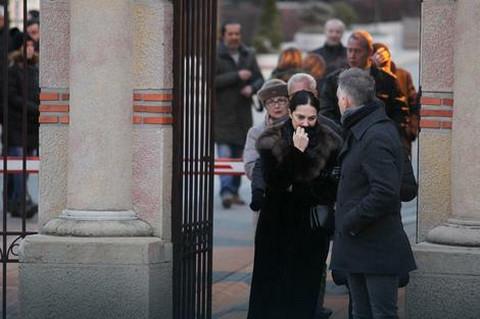 Glumci u suzama: Sin Žike Todorovića ispraćen na večni počinak (VIDEO)