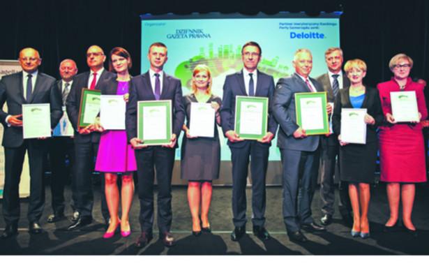 Przedstawiciele najlepszych miast w kategorii powyżej 100 tys. mieszkańców już z dyplomami