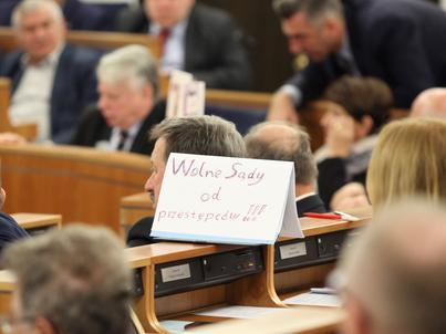 Przepisy o KRS - oraz nowa ustawa o SN - zostały przygotowane przez prezydenta Andrzeja Dudę