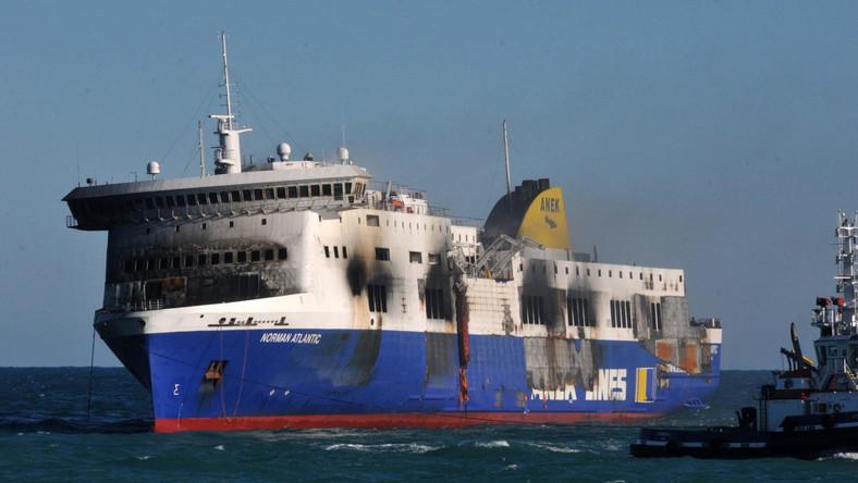 Prom Norman Atlantic wpłynął do portu w Brindisi