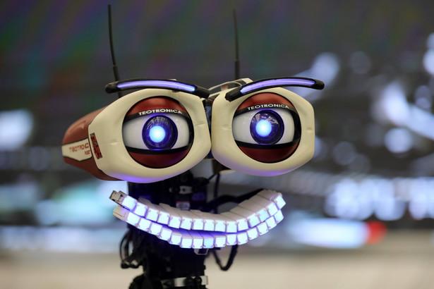 """Robot-muzyk """"Teo Tronico"""" - potrafi śpiewać i grać na fortepianie."""