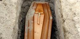 Oburzenie na pogrzebie. Tak ksiądz nawoływał do głosowania