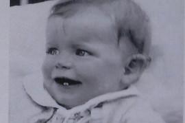 Ova beba prosto se POJAVILA U ŽBUNU KUPINE: Decenijama je bila misterija, a danas ima 80 godina i konačno zna ISTINU O SEBI