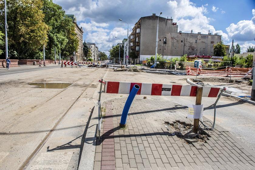 Robotnicy na al. Kościuszki w Łodzi pracują nawet w niedzielę