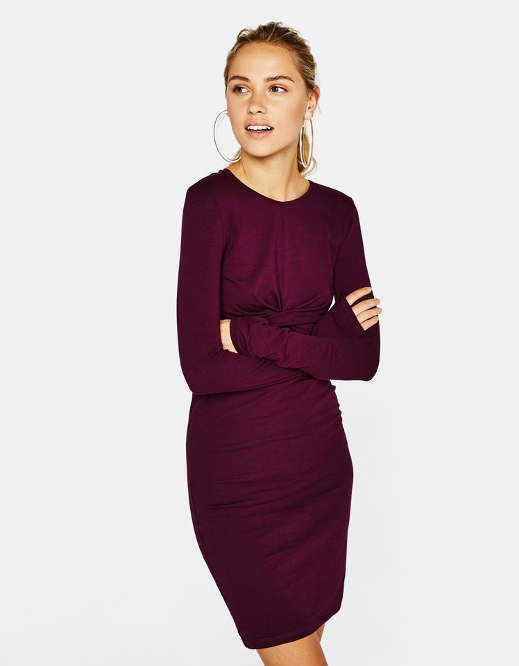 Krótka sukienka z węzłem z przodu