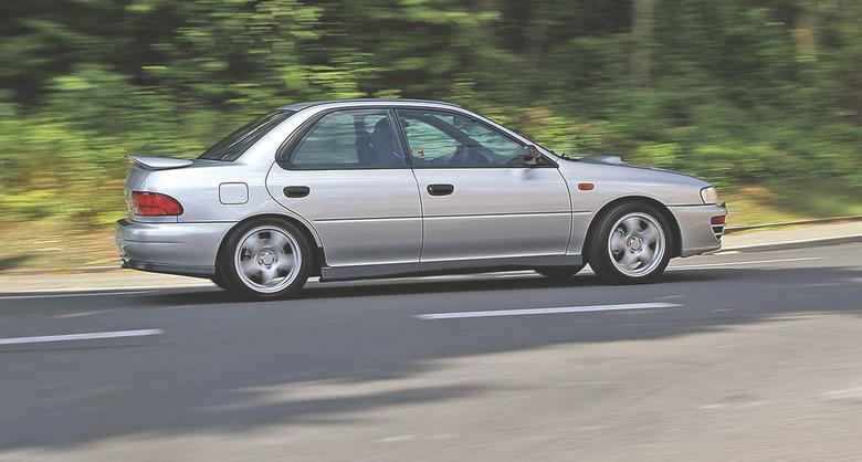 Na zakrętach samochód czuje się najlepiej. Pokonywanie ich z dużą szybkością daje prowadzącemu mnóstwo frajdy. Wystarczy mniej niż 7 sekund, żeby uzyskać prędkość 100 km/h. Maksymalnie można tą odmianą jechać  231 km/h.