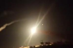 """""""CILJ JE DA SPREČIMO PRISUSTVO IRANA"""" Izraelski vojni avioni napali iranske snage u Siriji, sat vremena odjekivale SNAŽNE EKSPLOZIJE (VIDEO)"""