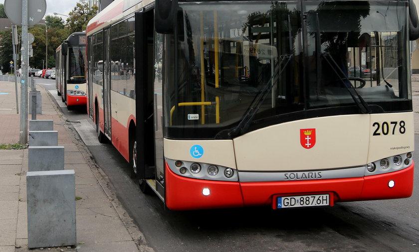 Sąd ukarał kierowcę autobusu za niewyłączenie silnika
