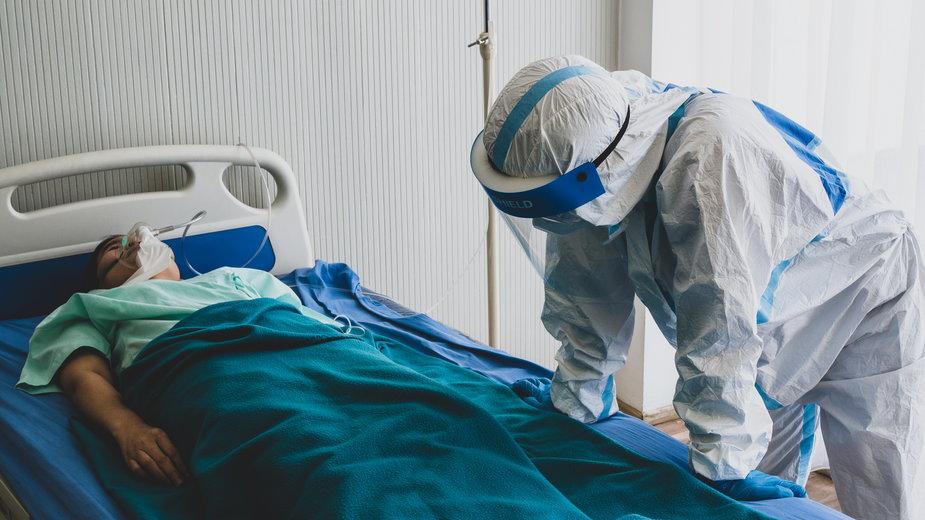 Koronawirus. Pacjenci zakażeni COVID-19 przestrzegają: to grypka