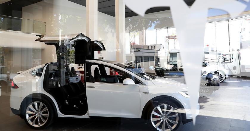 Tesla rozważa sprzedaż samochodów z ubezpieczeniem i serwisem, o ile ubezpieczyciele nie zmienią w przyszłości swoich cen
