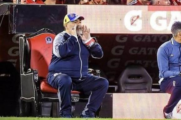 NEĆE GA, PA GA NEĆE! Legendu svetskog fudbala menja trener rezervnog tima! Veliki Maradona DOBIO OTKAZ!