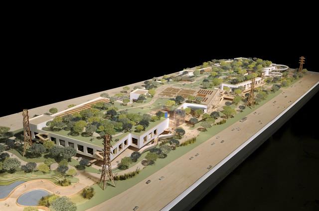 Ogroman park je na krovu, pa se ogromni objekat skladno uklapa u okolinu
