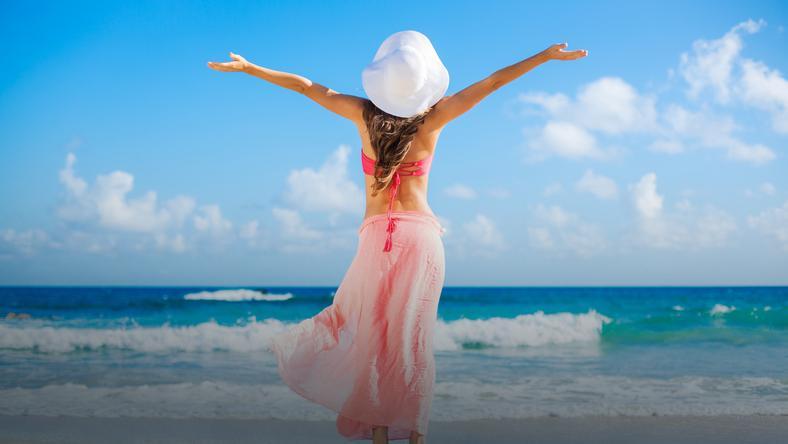 f70c78519ad1d8 Pareo – modny i praktyczny dodatek na plażę - Moda