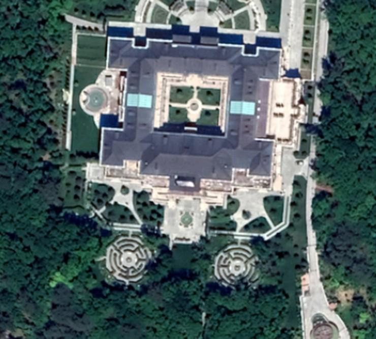 google-maps-vladimir-putin-russia-wealth-palace-black-sea-pictures-satellite-ariel-photos-1320170