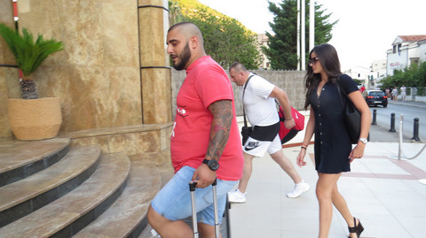 FOTOGRAFIJA IZ BANJE: Marina i Darko pozirali, njoj se vidi trudnički stomak!